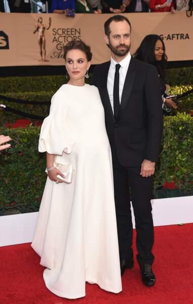 La simplicité, un choix approuvé par Natalie Portman, enceinte, aux côtés de son mari Benjamin Millepied.
