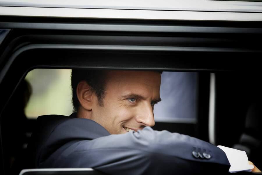 En quittant les Champs-Elysées, Emmanuel Macron semblait ravi…