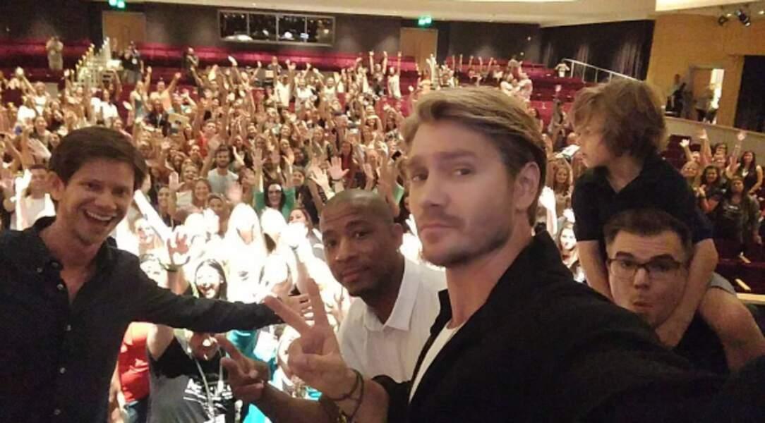 Les selfies avec la foule, ça marche toujours !
