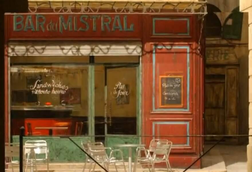 Le bar du Mistral, centre névralgique de la série, est tenu par Roland.