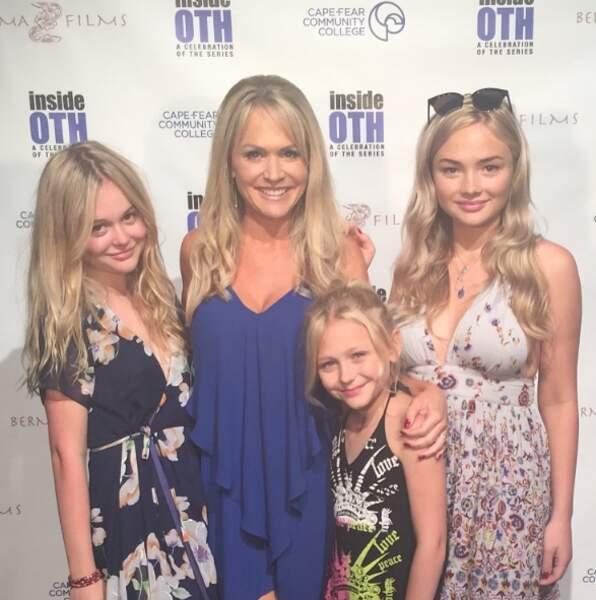 Barbara Alyn Woods est venue avec ses trois filles