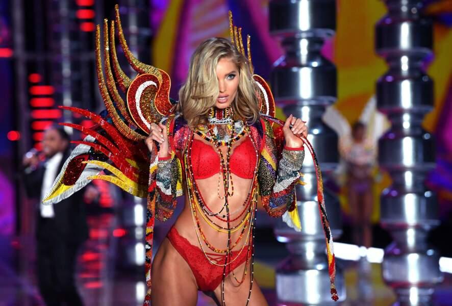 Elsa Hosk, ange rouge du défilé Victoria's Secret à ShangaÏ.
