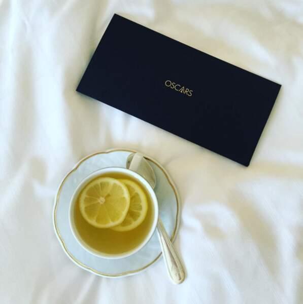 Sophie Turner (GOT) se prend un petit thé avant la cérémonie