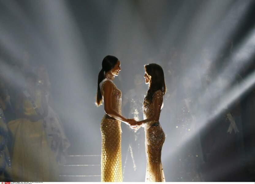 Main dans la main, Miss Haïti et Miss France ont attendu le verdict, le cœur battant à 100 à l'heure