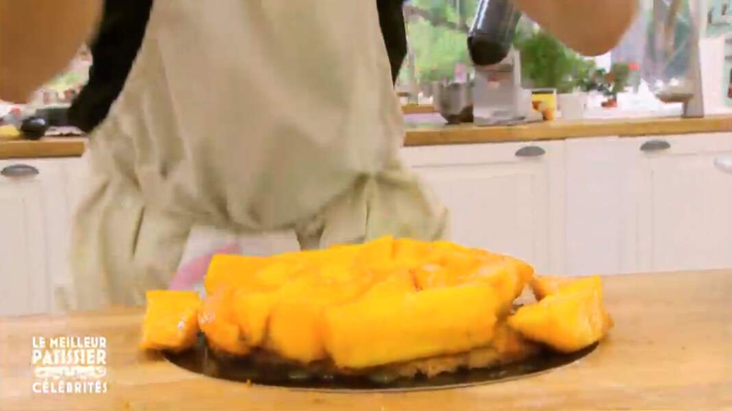 La tarte aux fruits de Philippe Candeloro est, comment dire... instable !