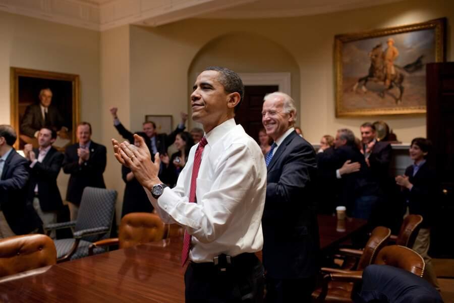 La même année, il fait passer la réforme majeure de la santé, l'Obamacare