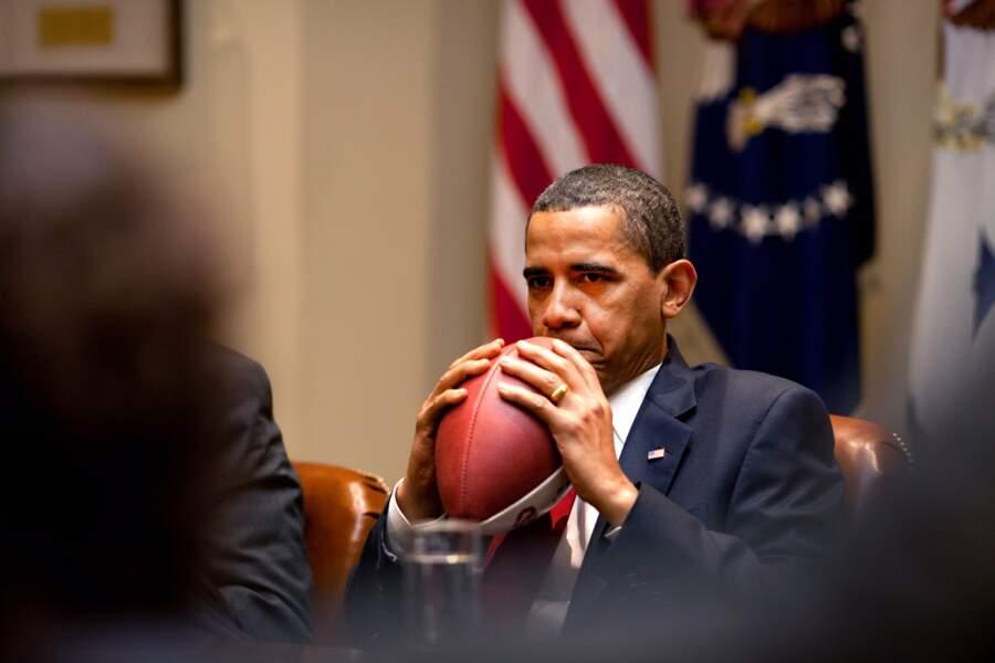 En bon Américain, il est aussi fan de football
