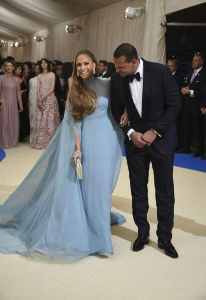 Jennifer Lopez : le bleu layette lui va si bein.