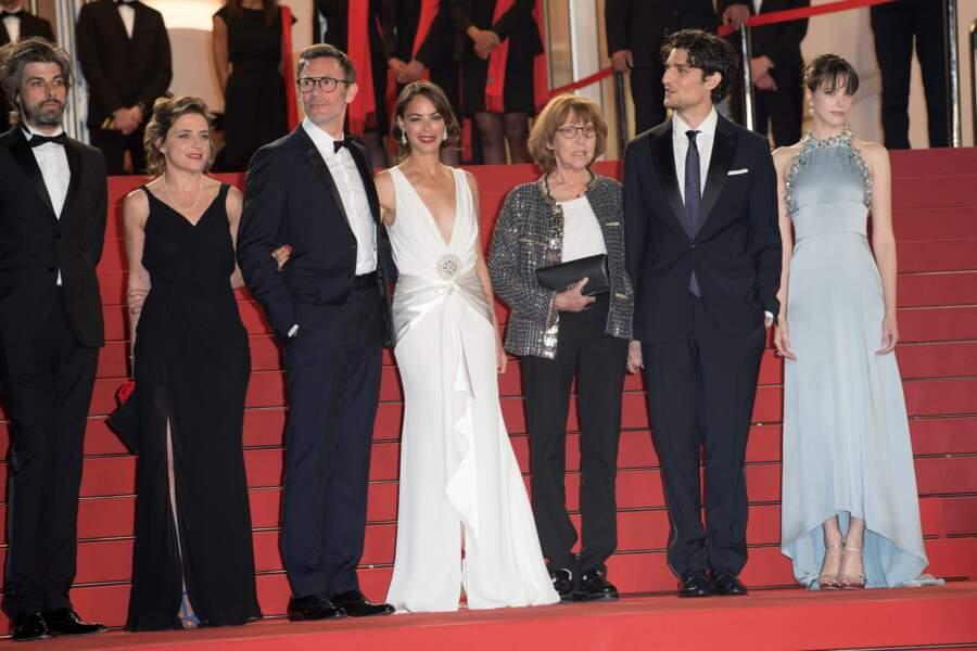 Le casting du film Le Redoutable affronte les (redoutés ?) flashs des photographes en haut des marches