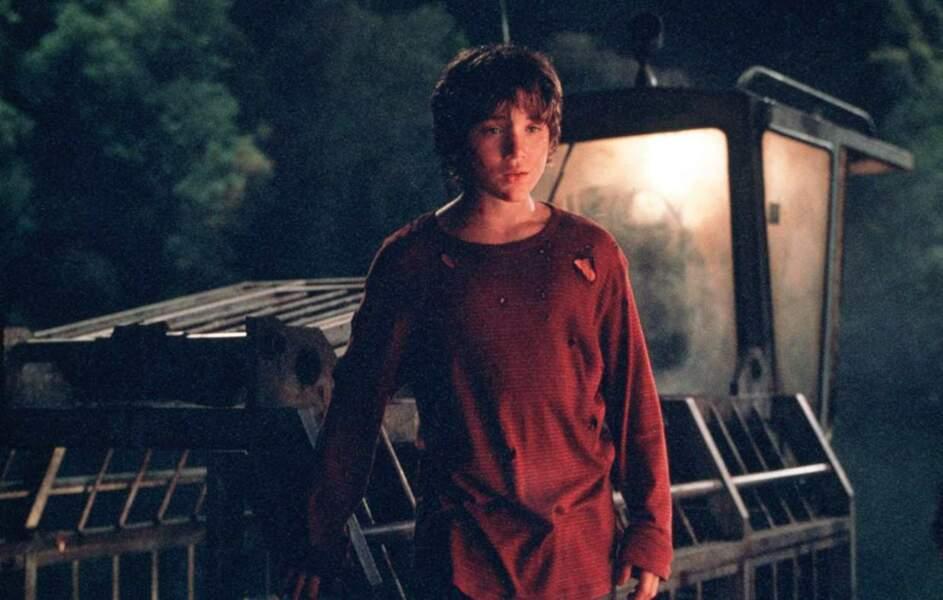 Le jeune Erik est le jeune héros du film. Débrouillard, il survit plusieurs semaines seul parmi les lézards géants
