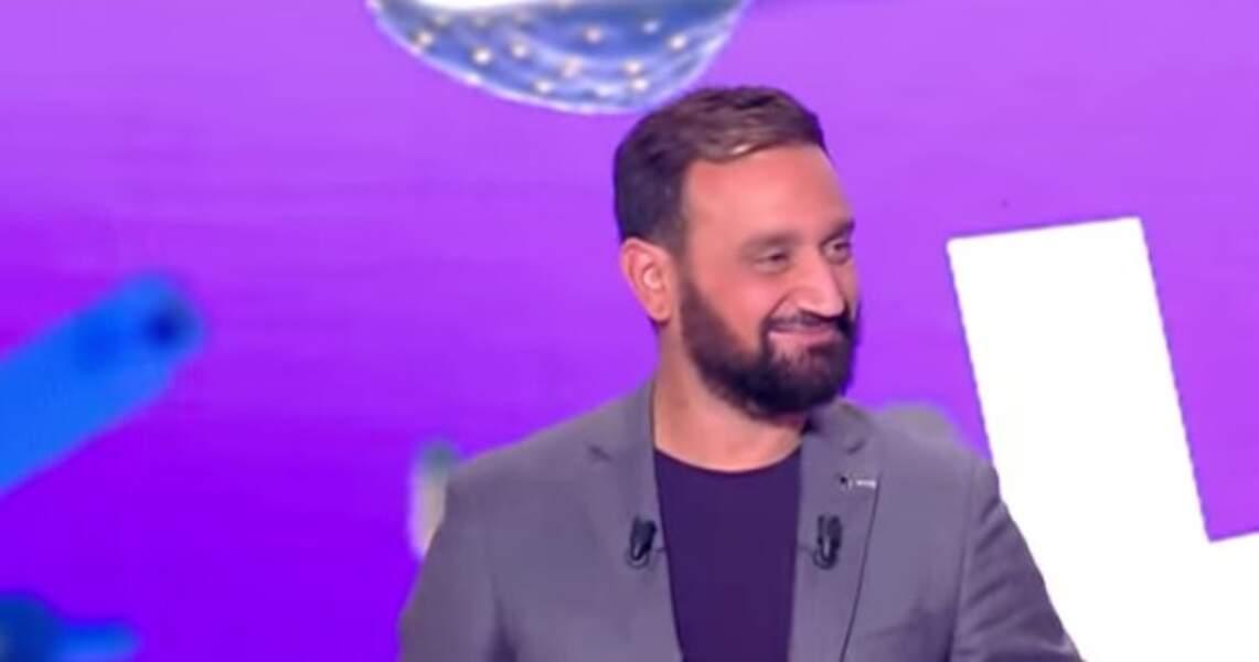 En 2017, Cyril Hanouna teste la petite mèche sur le côté et se laisse pousser la barbe