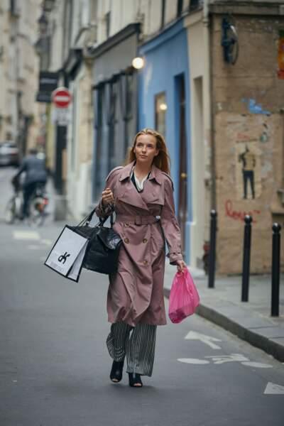 Villanelle se retrouve à plusieurs reprises en train de faire du shopping dans la série