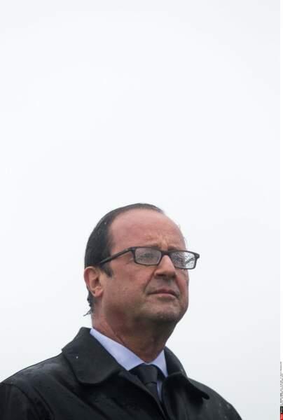 Août 2014 : il pleut à l'île de Sein comme il a plus lors de cérémonies officielles que Hollande a présidé