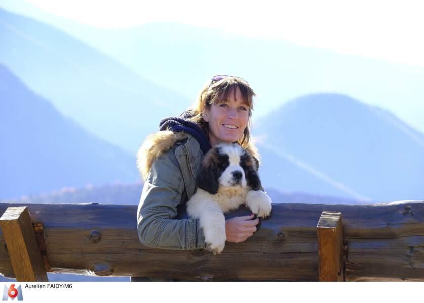 Carole, 48 ans, éleveuse de chiens Saint-Bernard recherche de la tendresse.