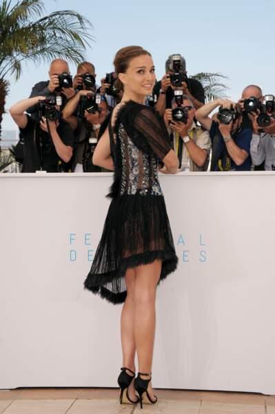 Photocall sexy pour Natalie Portman le 17 mai 2015 à Cannes
