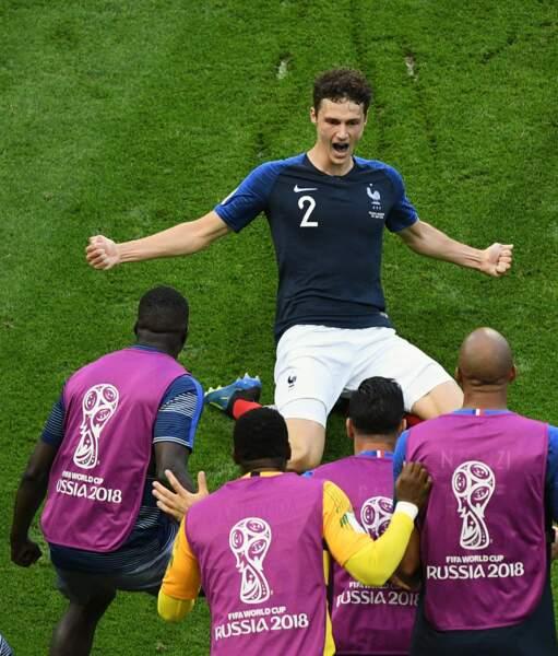 Benjamin Pavard réalise un exploit en marquant son tout premier but en équipe de France.