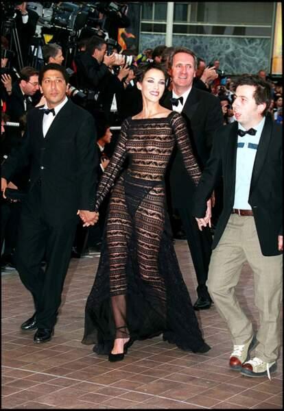 En 1999, c'est le choix d'une coupe à la garçonne qui prime pour la montée des marches à Cannes