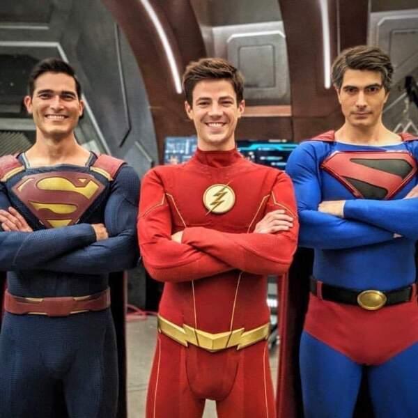 Flash est bien entouré ! Il pourra compter sur l'aide de deux Superman pour sauver l'Univers
