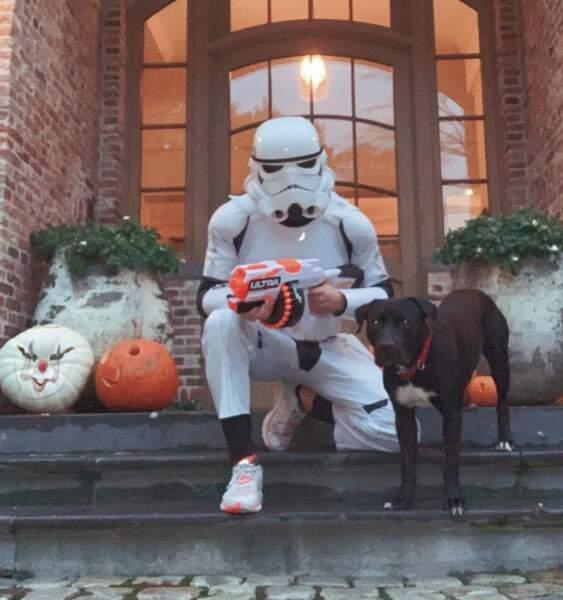 Tom Brady portait une armure de Stormtrooper, tandis que Gisele s'était costumée en planète Terre