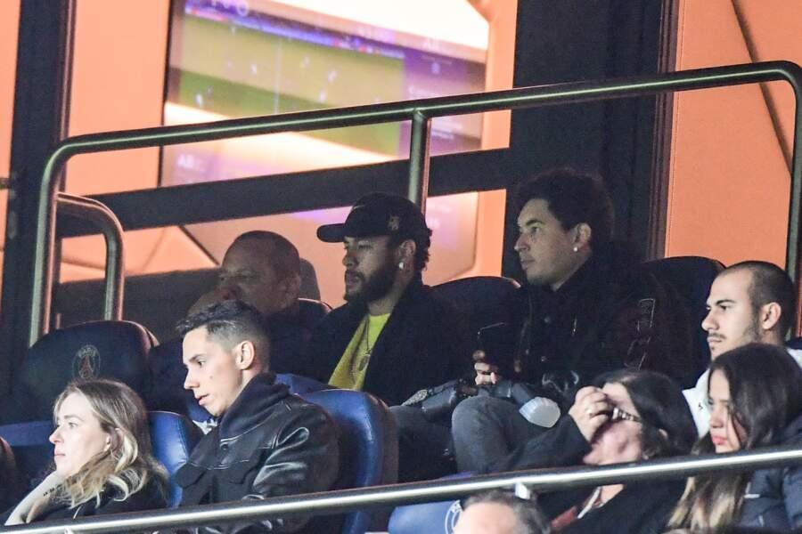 Blessé, Neymar était bien en tribunes