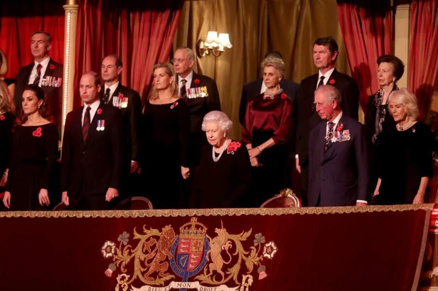 La reine se trouvait aux côtés du Prince Charles.