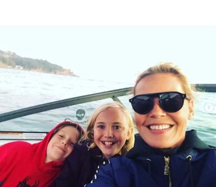 Selfie en famille pour Connie Nielsen et ses fils Sebastian et Bryce.