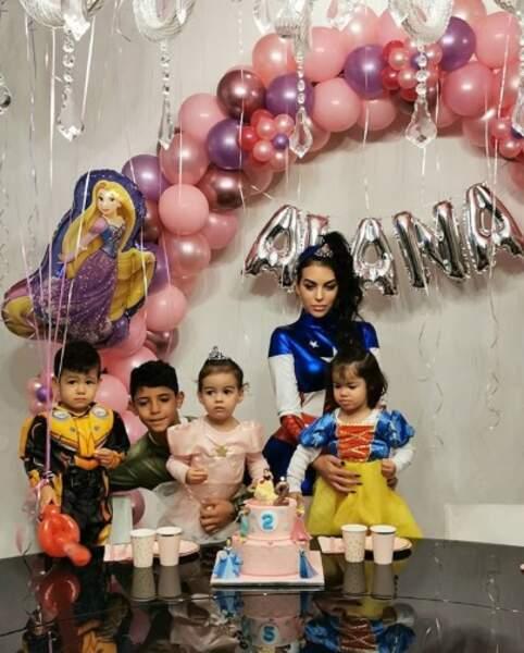 Alana, la petite dernière de Cristiano Ronaldo et Georgina Rodriguez, a fêté son 2e anniversaire.