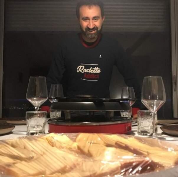 Nous, on est plus qu'heureux : la saison de la raclette est officiellement lancée. N'est-ce pas Mathieu Madénian ?