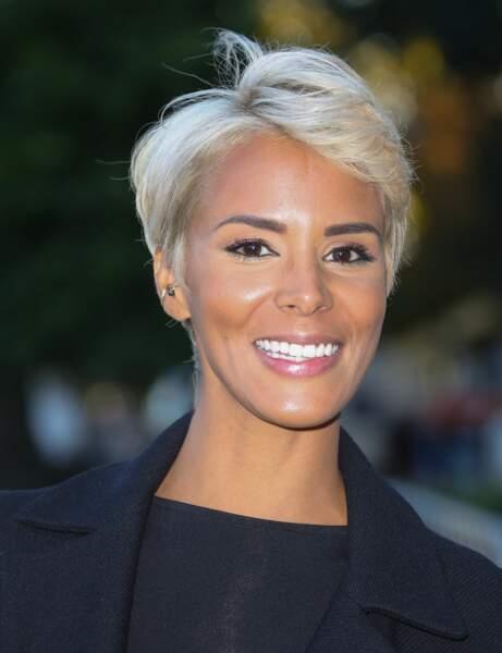 En 2016, elle coupe tout et passe au blond (Paris fashion Week 2016)