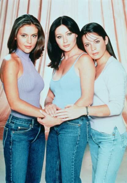 La comédienne devient alors une star du petit écran au côté d'Alyssa Milano et Shannen Doherty qui jouent ses soeurs sorcières
