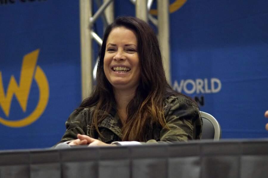 L'actrice assiste régulièrement à des conventions de fans de Charmed, comme ici en 2018