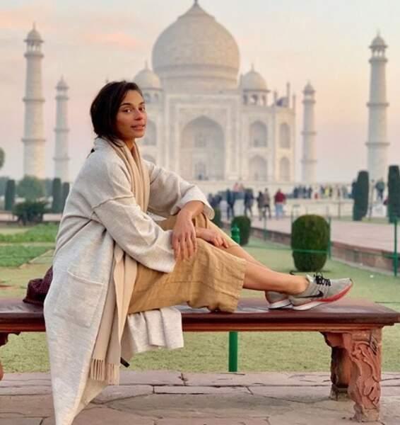 La présentatrice météo adore aussi voyager, comme ici en Inde