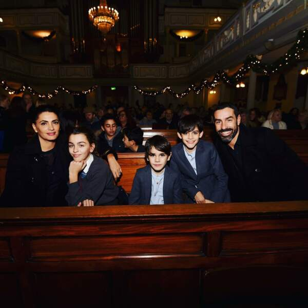 Robert Pirès entouré de sa femme et de leurs enfants