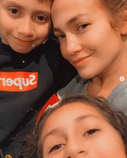 Selfie pour Jennifer Lopez et ses jumeaux.