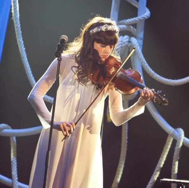Nolwenn a eu une formation musicale durant sa jeunesse à Vichy et a étudié le violon et le chant (ici en 2012).