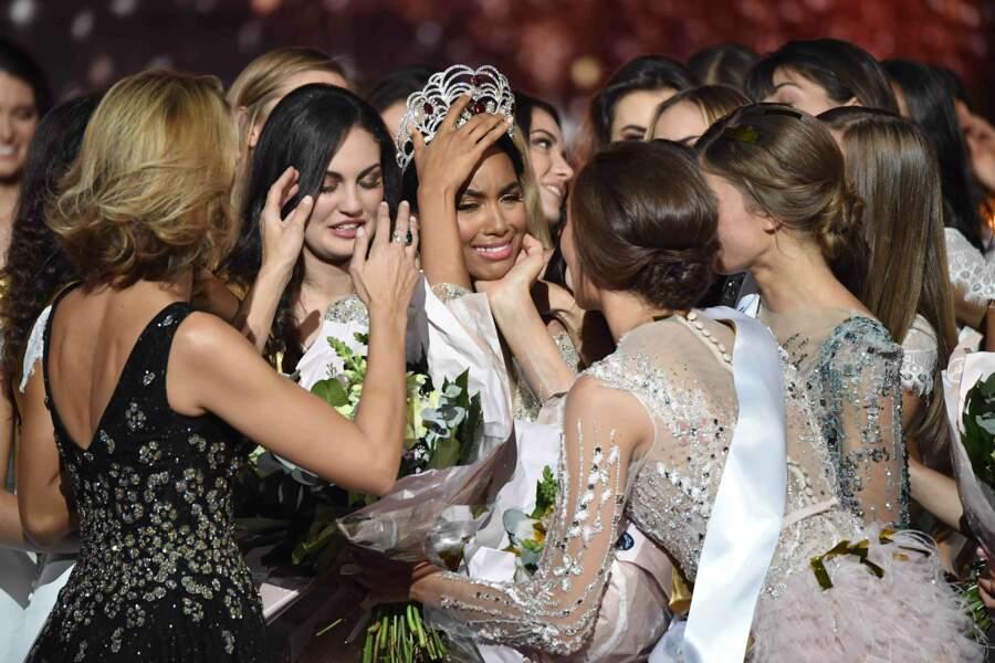 Toutes les Miss sont venues la féliciter !