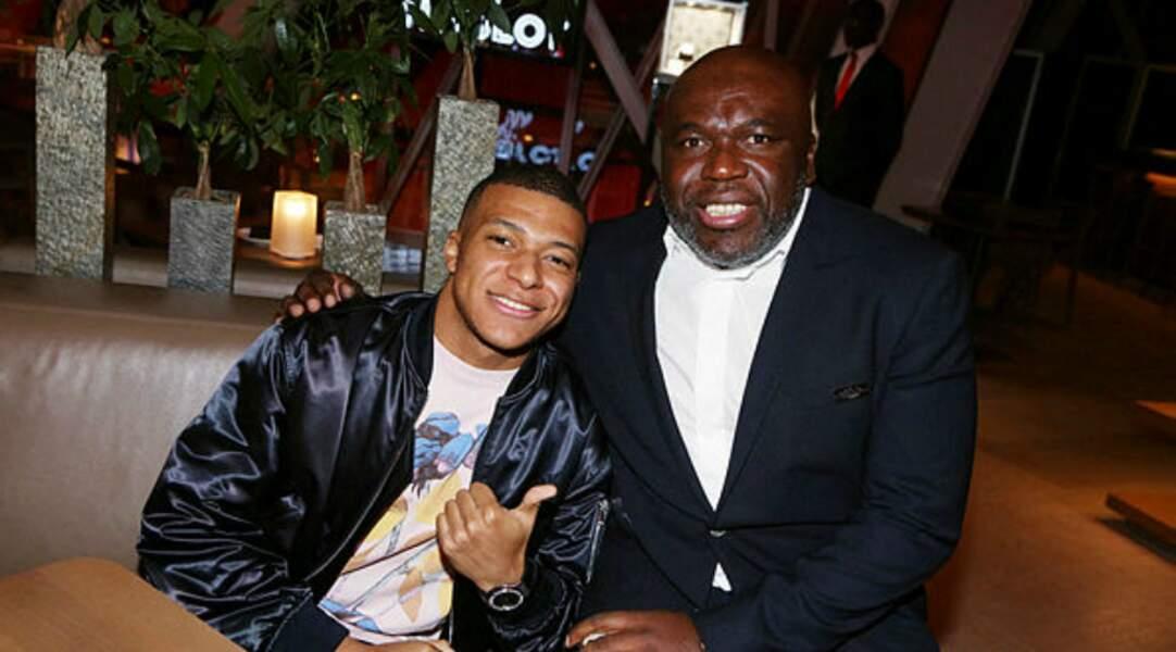 La star du PSG était accompagnée de son père Wilfried pour l'occasion