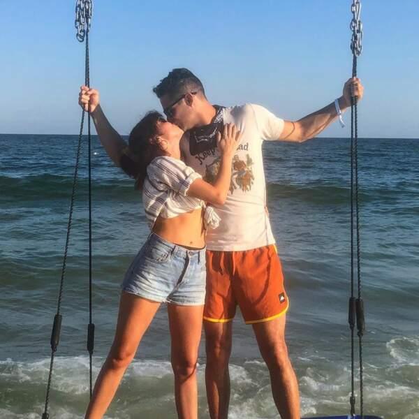 Inséparables, les deux amoureux adorent passer leur temps libre à la mer