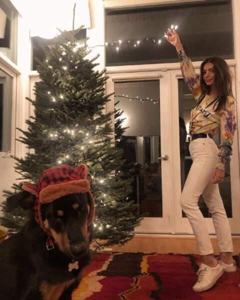 Colombo était un peu moins excité à l'approche de Noël que sa maîtresse Emily Ratajkowski.