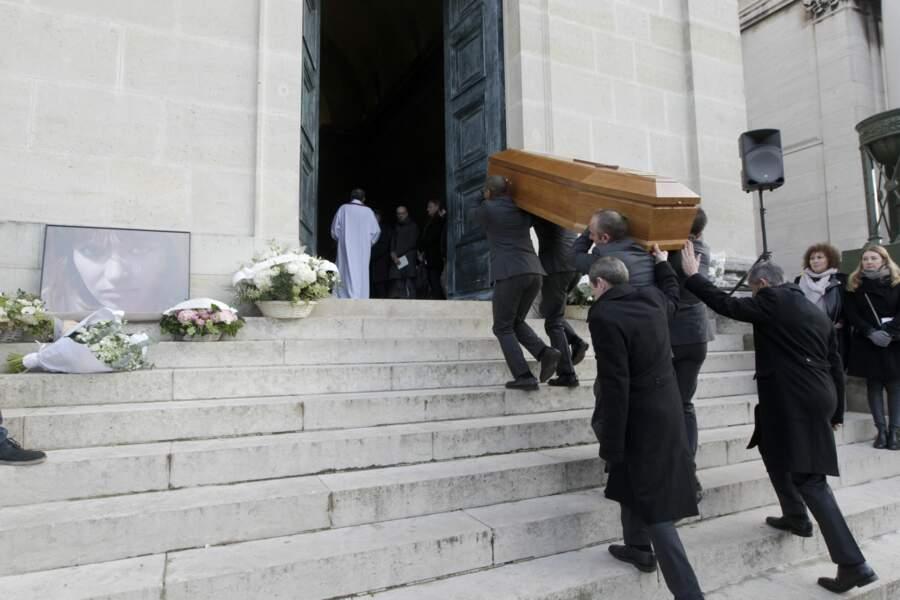 La cérémonie s'est tenue à la chapelle Est du Père Lachaise, en présence de nombreuses personnalités