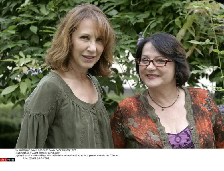 Avec sa copine Josiane Balasko qui la mettait en scène dans Cliente (2008)