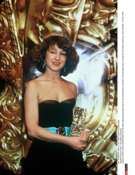 Elle reçoit le César de la meilleure actrice dans un second rôle pour Une étrange affaire (1982)