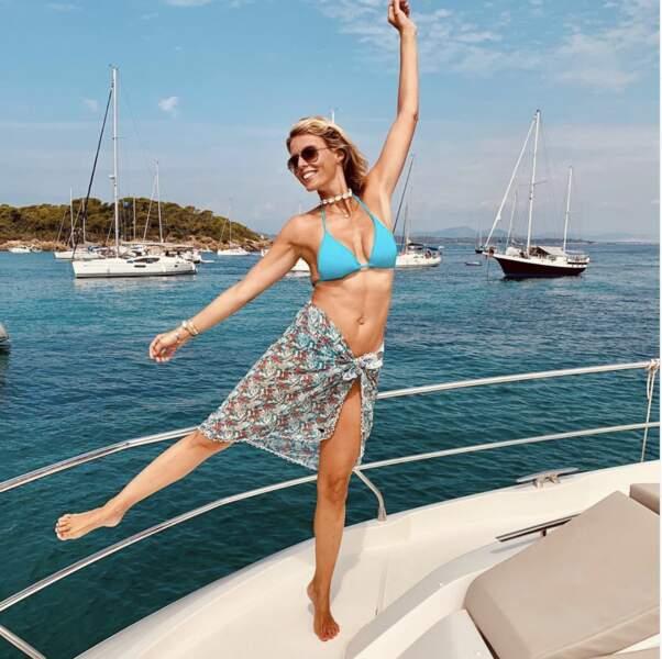 Quand elle n'est pas sur la plage, c'est sur un bateau qu'elle se prélasse