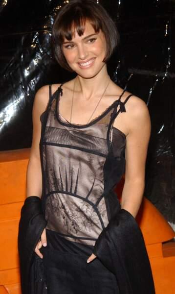 """Nouvelle coupe façon Louise Brooks à l'occasion de l'avant première du film """"Retour à Cold Mountain"""" en 2003"""