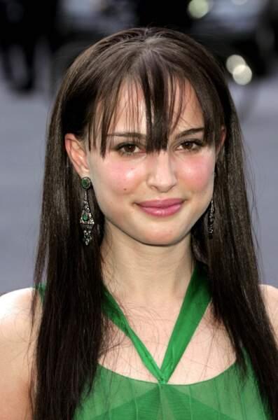 Eh oui, même Natalie Portman a eu des ratés ! La preuve à 23 ans avec ce lissage baguette dont on est pas très fan...