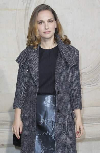 Installée en France depuis un an où son mari a été nommé directeur de la danse à l'Opéra de Paris, l'actrice assiste au défilé Dior lors de la fashion week de 2015
