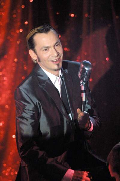 2001. Style crooner. Pour ses 40 ans, il s'offre un show télé pour chanter en duos avec les artistes qu'il affectionne.