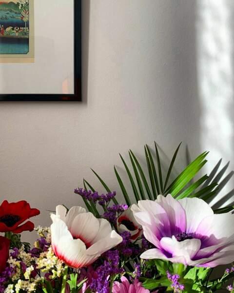 Casanière, Agathe Auproux aime agrémenter son chez elle de décors naturels.