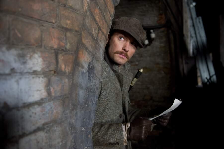 Ah ! voilà le retour de la moustache pour Sherlock Holmes : Jeu d'ombres en 2011