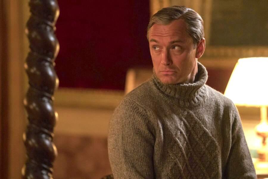 Après une excellente prestation dans The Young Pope (2016), Jude Law fait son retour dans The New Pope (2019)